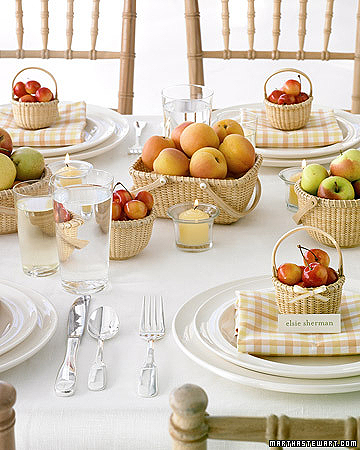 Learn how you can create beautiful centerpieces wedding with fresh fruits