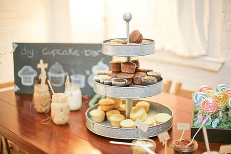 DIY Cupcake Table Does it get any better than this