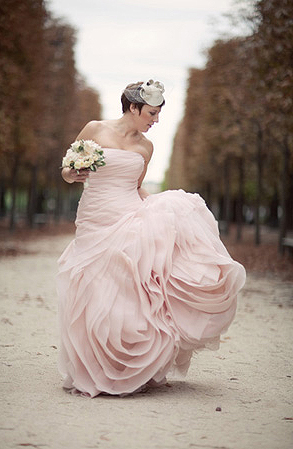 6 Slimming Wedding Dress Ideas
