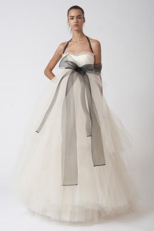 6 Slimming Wedding Dress Ideas