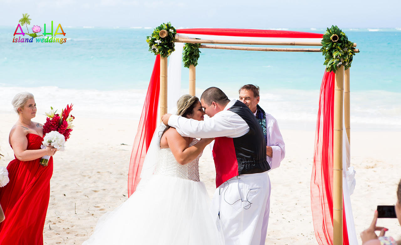 Keeping the wedding gown perfect & pristine at your Hawaii ...